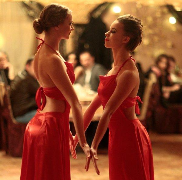 Найвідоміший у Закарпатті танцювальний колектив презентував у новорічну ніч одразу дві прем'єри