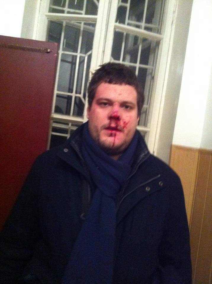 """Нардепа від """"Свободи"""" і його адвоката побили прямо біля райвідділу міліції (ФОТО)"""