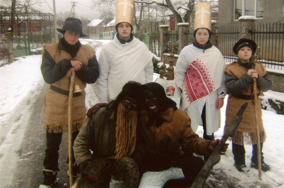 Традиції святкування Різдва у Закарпатті: колядування, бетлегеми та ворожіння дівчат