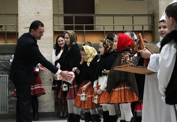 В Закарпатській ОДА колядували дітлахи зі Словаччини (ФОТО)