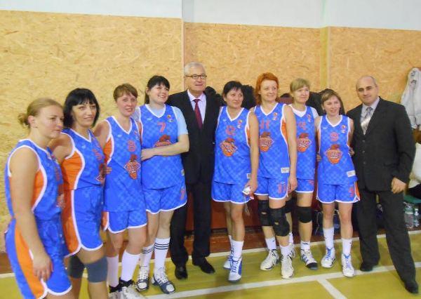До Мукачева з'їхалися 18 баскетбольних команд на різдвяний турнір серед ветеранів