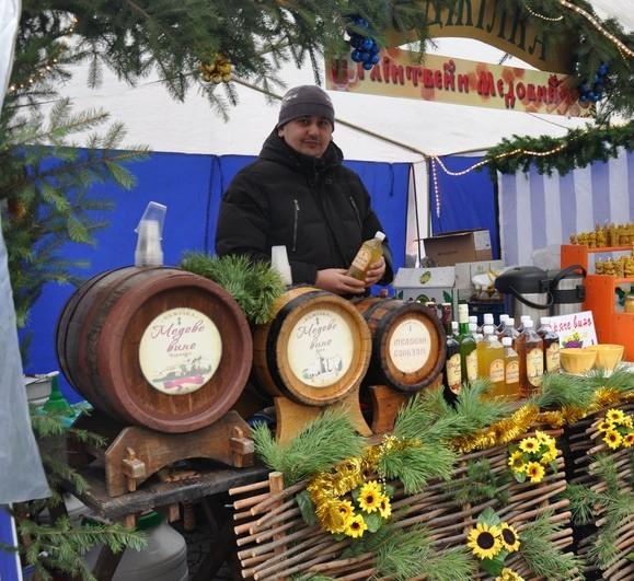"""Палітру традиційних для Закарпаття вин на фестивалі """"Червене вино – 2014"""" доповнили й вишукані європейські"""