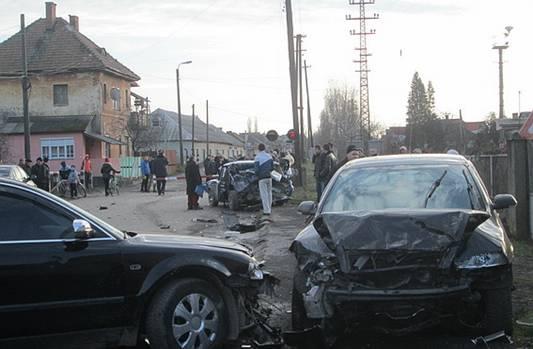 У Виноградові дівчина на автомобілі, не впоравшись із керуванням, врізалась у ВАЗ, одна людина загинула (ФОТО)