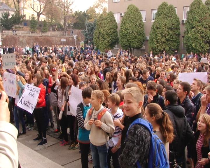 Прокуратура вимагає від мера Ужгорода притягти до відповідальності винних за перенесення школярам канікул