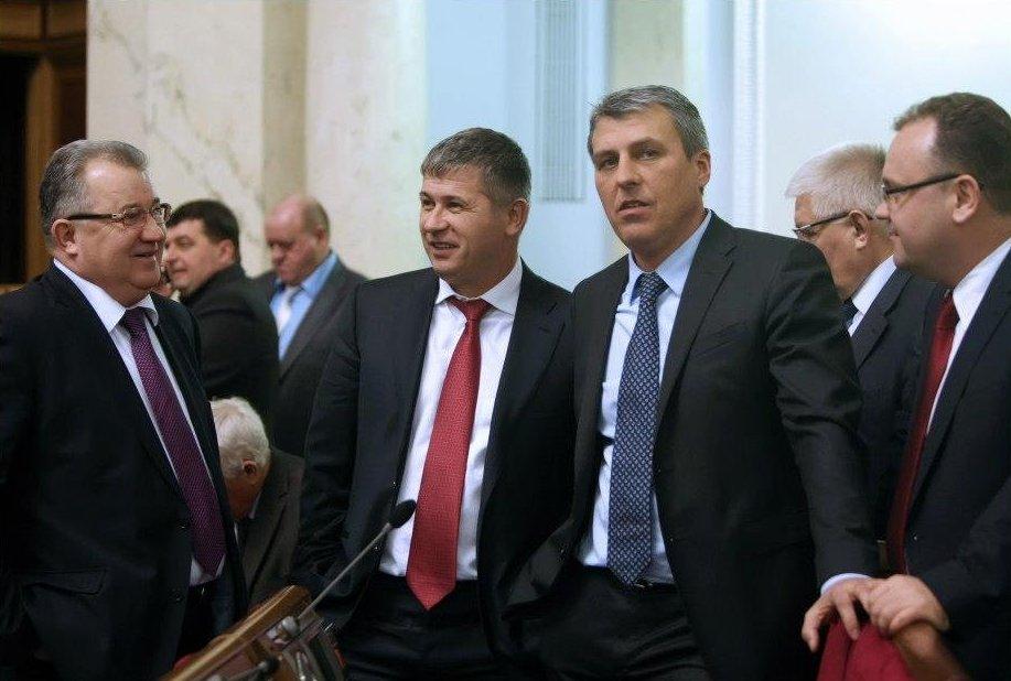 """Окрім """"регіоналів"""" за бюджет на 2014 рік проголосував і позафракційний нардеп від Закарпаття"""