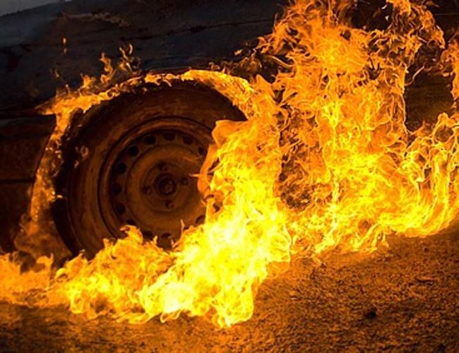 Міліція підозрює депутата Мукачівської районної ради в тому, що він навмисно підпалив собі автомобіль
