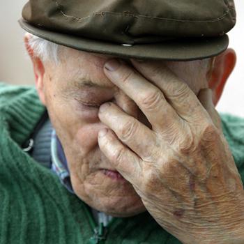 Завдяки професійним діям міліціонерів, вдалося врятували життя пенсіонеру, який вирішив накласти на себе руки
