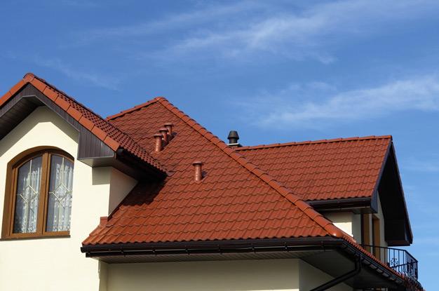 На Берегівщині злодії умудрилися залізти через дах у будинок і викрасти звідти пральну машину, котел та електропомпу