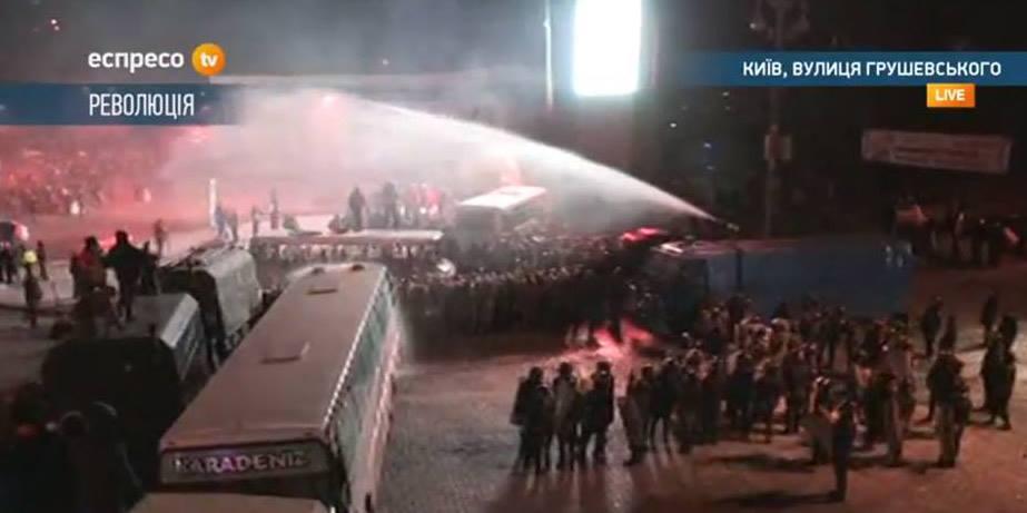 Міліція застосувала проти мітингувальників водомети при мінусовій температурі
