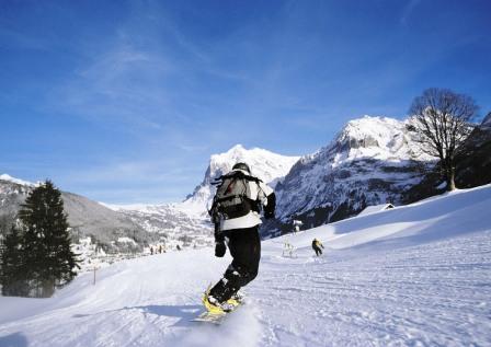 Заблукавших у горах сноубордистів рятувальники знайшли пізно ввечері