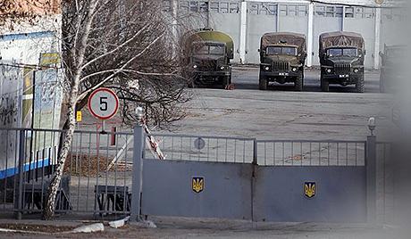 В Ужгороді в терміновому порядку люди йдуть блокувати відправку внутрішніх військ у Київ