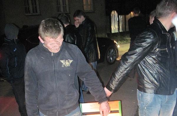 У мікрорайоні Росвигово міліціонери затримали 19-річного мукачівця при спробі збуту марихуани