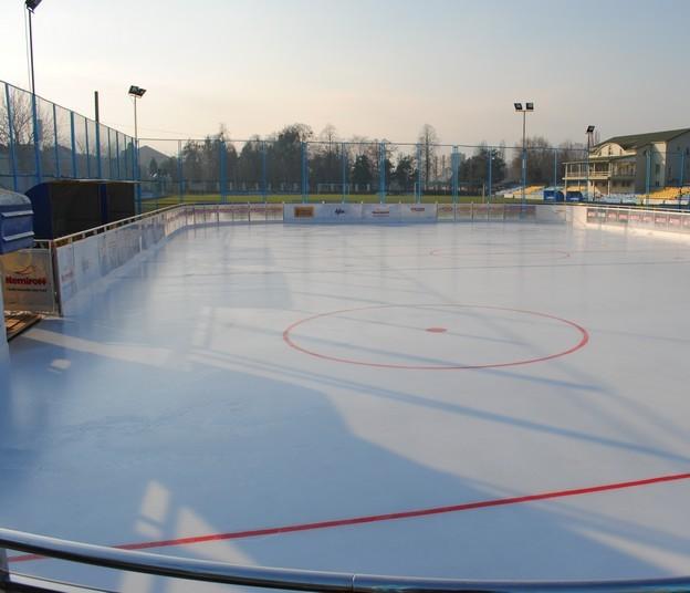 У Мукачеві навіть у по-весняному теплу погоду можна зайнятися зимовим видом спорту