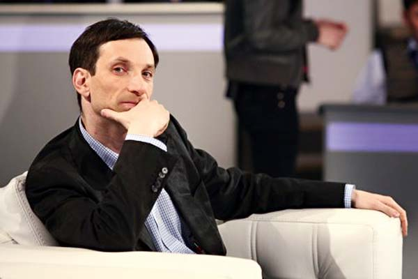 Відомий український журналіст сьогодні залишив територію України через постійні погрози