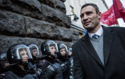 Віталій Кличко пішов до Адміністрації президента, аби зустрітись і Віктором Януковичем