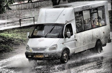 У рейсовому автобусі, що прямував до Словаччини, виявили 15-річну дівчину