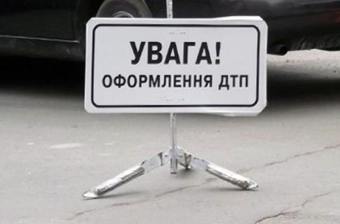 З'явилися фото потрійної ДТП у Ракошині, де зіткнулись позашляховик, вантажівка та автобус (ФОТО)
