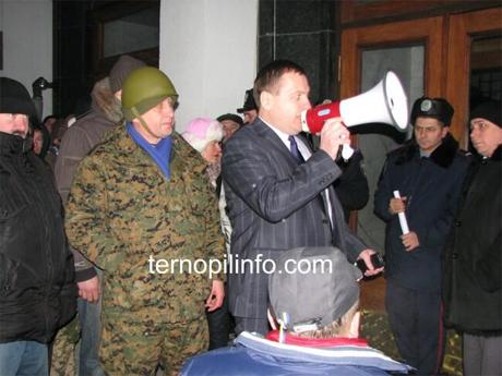 Тернопільську ОДА також захопили протестувальники