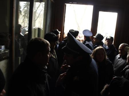 У Львові люди захопили облдержадміністрацію, на черзі податкова та митниця