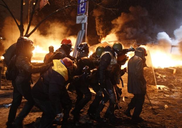 Знані закарпатці прокоментували криваву ситуацію у Києві і поміркували, чим це може закінчитися