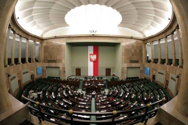 Польський Сейм закликав владу домовитись з опозицією, а в противному випадку - санкції