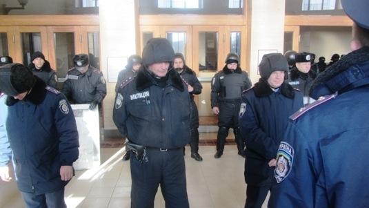 Ужгородські мітингувальники не штурмуватимуть будівлю Закарпатської ОДА, але блокуватимуть цілодобово