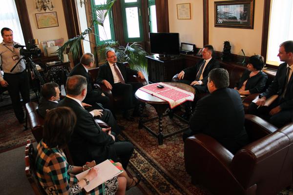 Губернатор Закарпаття обговорив з Держсекретарем МЗС Угорщини ситуацію в Україні (ФОТО)