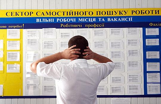 На одне робоче місце у Мукачеві претендують 11 осіб, у Мукачівському районі – 57