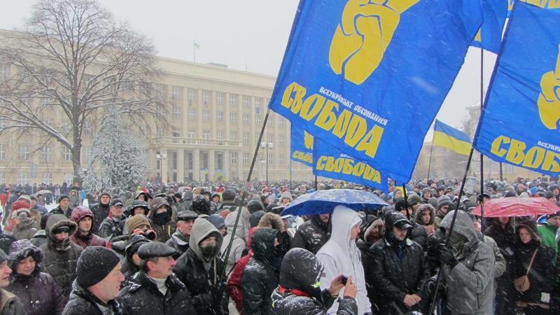 На мітинг під будівлю Закарпатської ОДА прийшло понад півтисячі людей