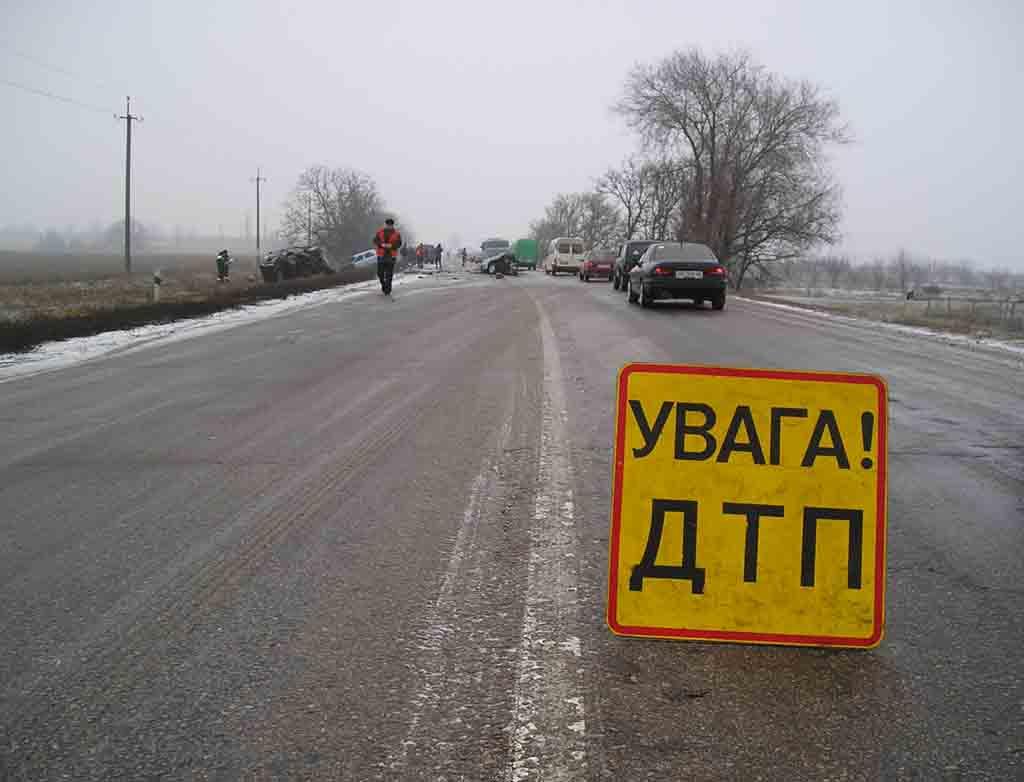 ДТП на Рахівщині: жінка-водій не впоралася з керуванням на слизькій дорозі й злетіла у кювет