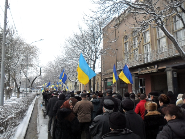 Близько 700 жителів Виноградова вийшли на мітинг із вимогою до Івана Бушка вийти із Партії регіонів (ФОТО, ВІДЕО)