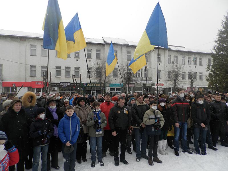 У Хусті декілька сотень людей вийшли на мітинг у підтримку київського Майдану