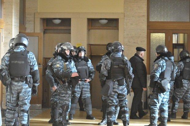 Народна рада Закарпаття складатиметься із 30 осіб, а міліцію із будівлі ОДА виведуть – так вирішила облрада