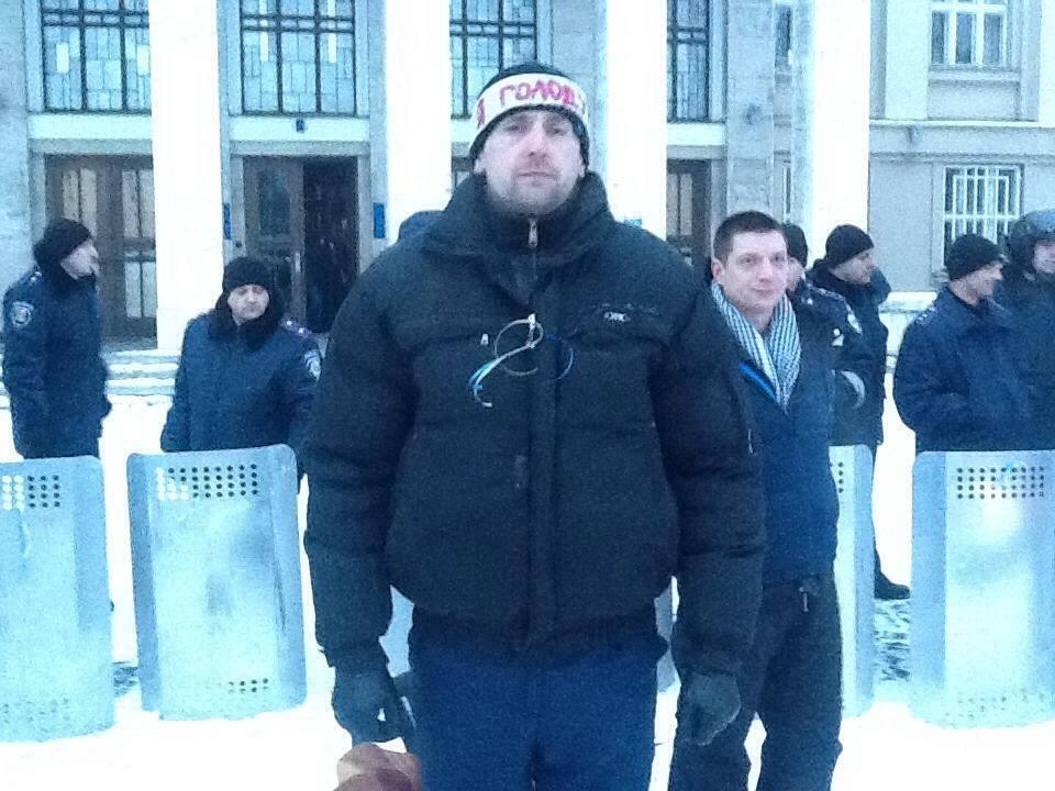 Один із активістів оголосив голодування, допоки губернатор Закарпаття не подасть у відставку