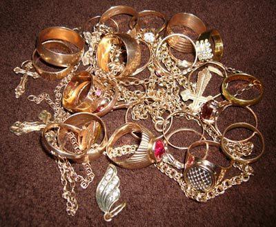 В обласному центрі від жінки зловмисники вкрали техніку та золота на суму близько 30 тисяч гривень
