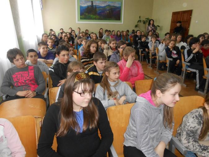 Мукачівські правоохоронці розповідали школярам про крадіжки та збут наркотичних засобів (ФОТО)