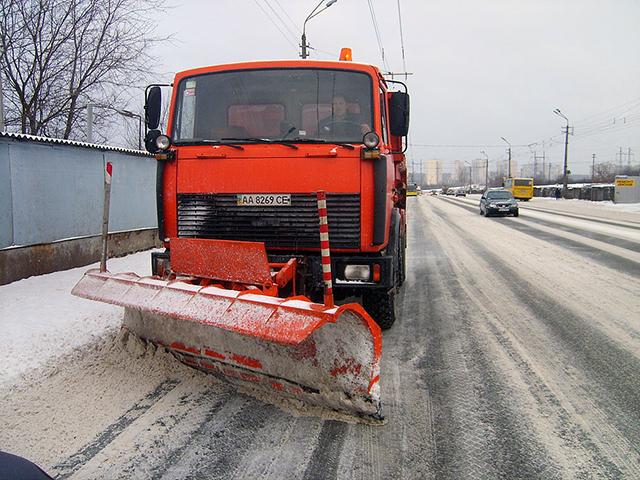 У службі автомобільних доріг відзвітували про кількість одиниць спеціальної прибиральної техніки на шляхах області