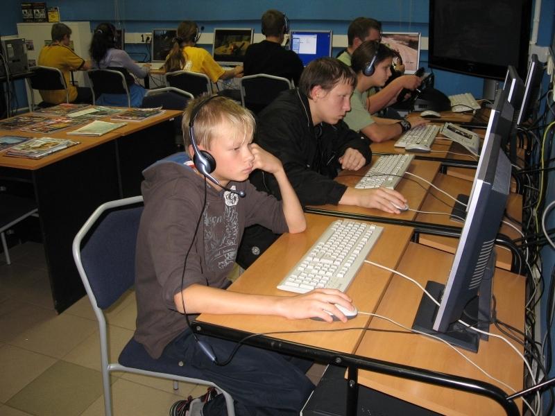 В Ужгороді 12-річний школяр втік з дому, щоб грати в комп′ютерні ігри в інтернет-клубі
