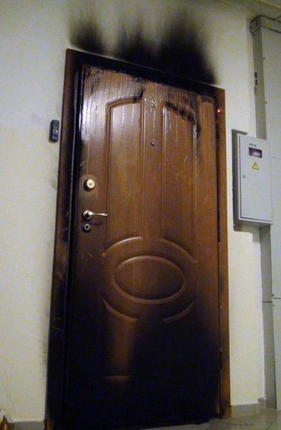 На Воловеччині невідомі підпалили вхідні двері приватному підприємцю