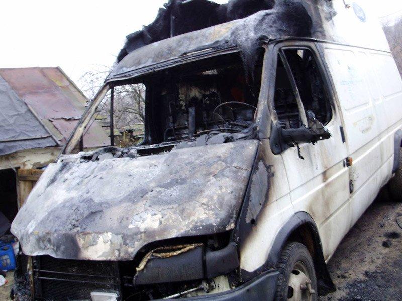 На Виноградівщині у непрацюючого чоловіка згорів автомобіль