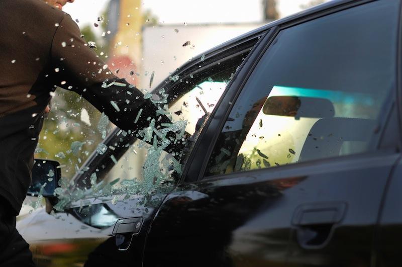 Зловмисники вкрали від чоловіка автомобіль, міліція веде розслідування