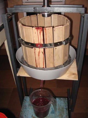 Чоловік вкрав у односельчанина прес для віджиму винограду