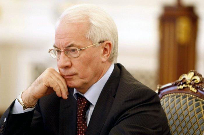 Азаров з сином домагається скасування санкції ЄС - ЗМІ
