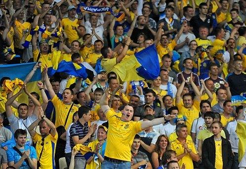 Гімн України на футбольному матчі в Іршаві заспівала рекордна цьогоріч кількість вболівальників