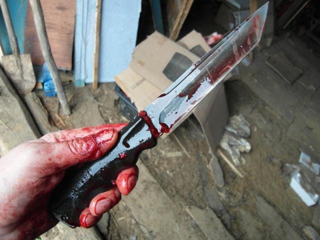 Через відмову коханої хустянин наніс собі ножові удари в живіт