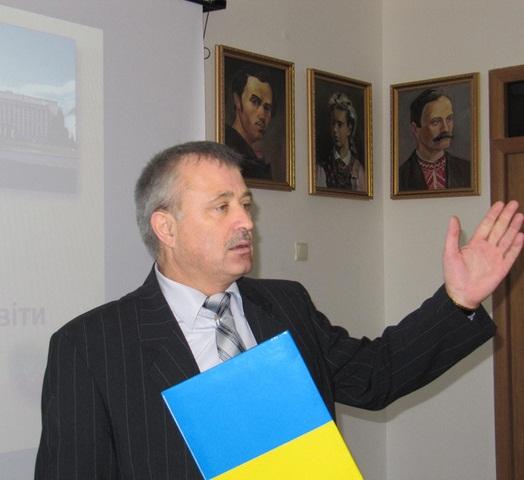 Головний освітянин Мукачева висунувся в Ужгород