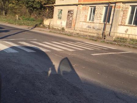 У Хусті пішохідний перехід веде до огорожі (ВІДЕО)