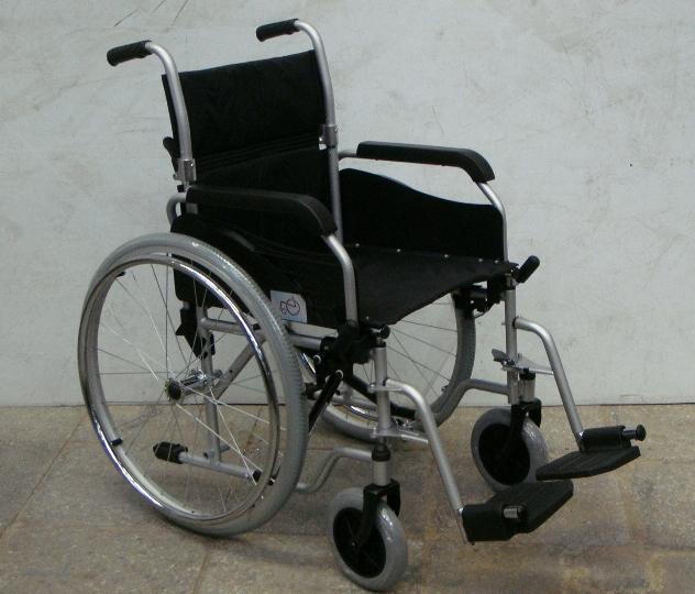 Дві ужгородки викрали із травмпункту крісло-каталку