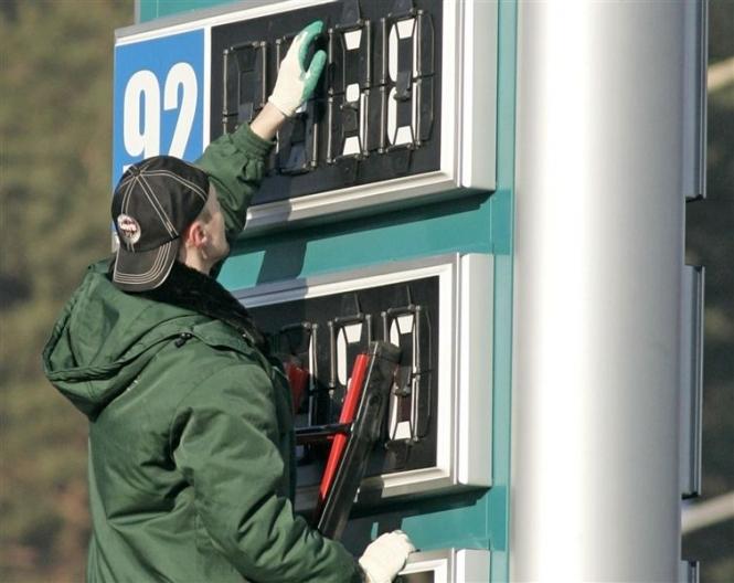Деякі із АЗС у Закарпатті оштрафували за необгрунтовано високі ціни на пальне