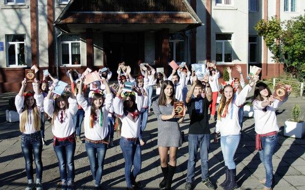 Школярі Тячівщини присвятили свій флешмоб книзі (ВІДЕО)